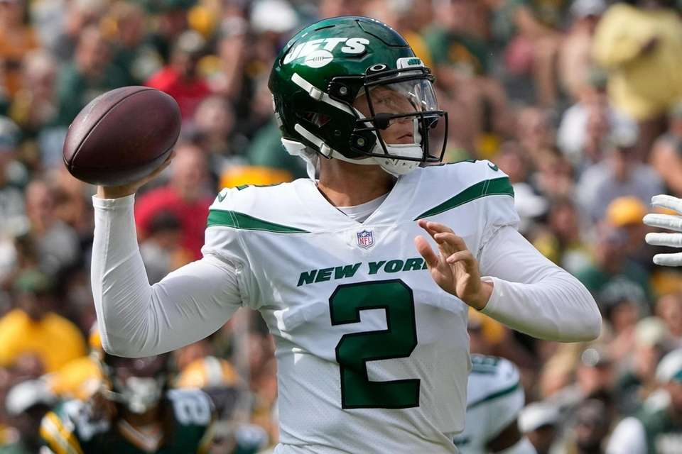 New York Jets' Zach Wilson throws during the