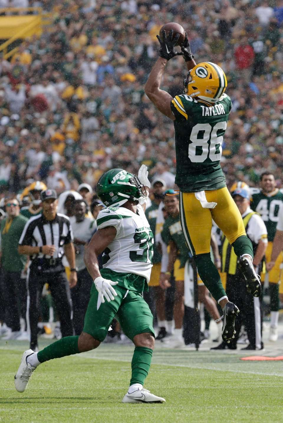 Green Bay Packers' Malik Taylor catches a pass