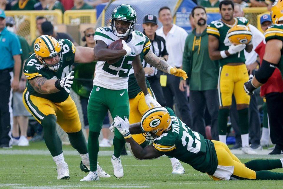 New York Jets' Brandin Echols returns an interception