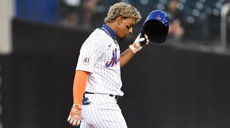 Mets shortstop Francisco Lindor returns to the dugout