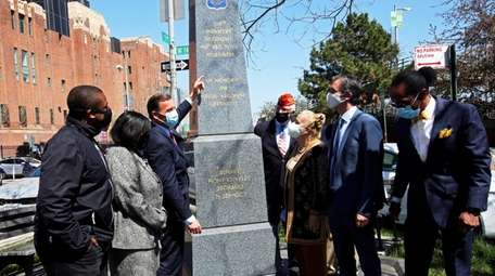 Rep. Tom Suozzi announced introduction of Harlem Hellfighters