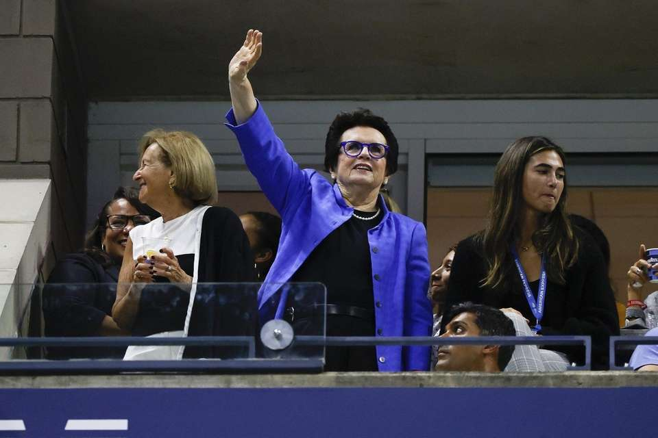 Tennis legend Billie Jean King acknowledges the crowd