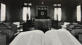 A 1950s view of Agudas Achim Synagogue, which