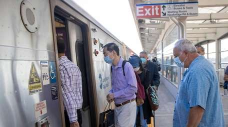 Federal and MTA mandates require masks on