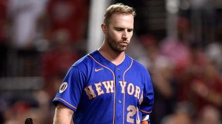Pete Alonso of the Mets walks off the