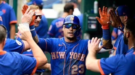 New York Mets' Javier Baez celebrates his home
