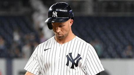 Yankees centerfielder Brett Gardner returns to the dugout