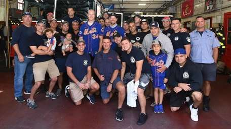 Mets players Noah Syndergaard and Rich Hill visit