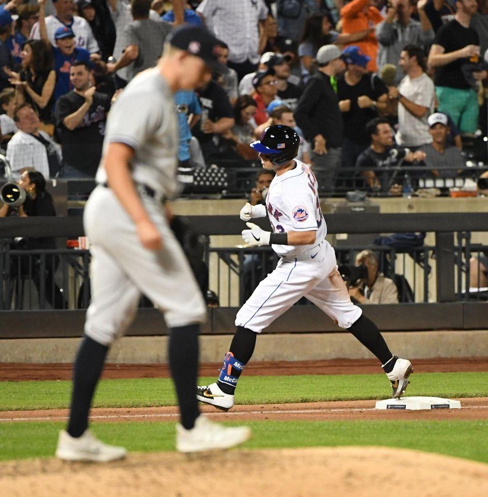 New York Mets catcher James McCann rounds the