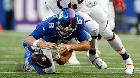 Daniel Jones #8 of the Giants fumbles the