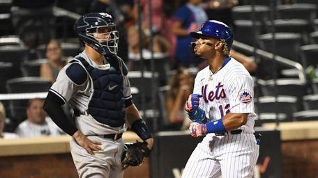Mets shortstop Francisco Lindor reacts in front of