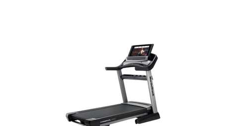 NordicTrack Commercial 2950 is equipped with a 4.25