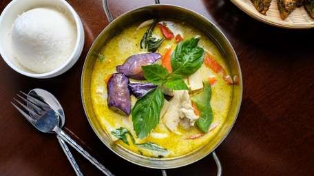 Green curry with chicken, eggplant, coconut milk, bamboo