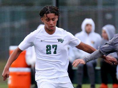 Wm. Floyd's midfielder Jovanny Ortiz and Ward Melville