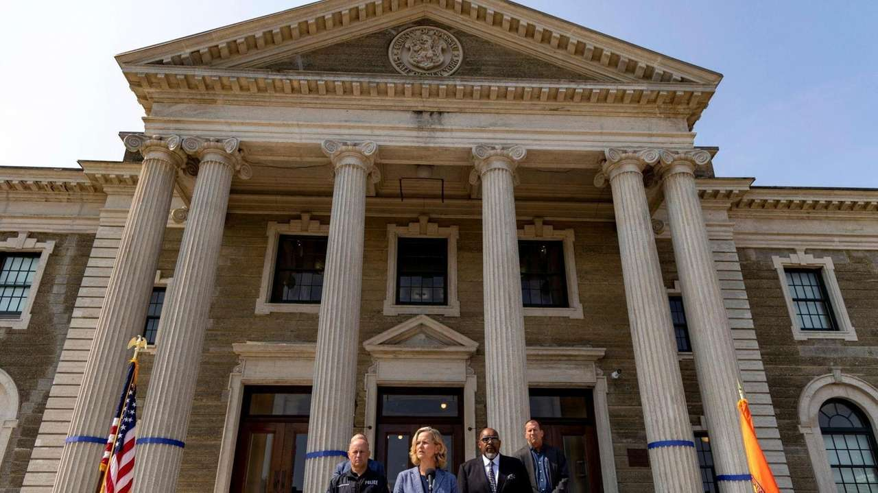 Nassau County Executive Laura Curran announced a$3.5 billion