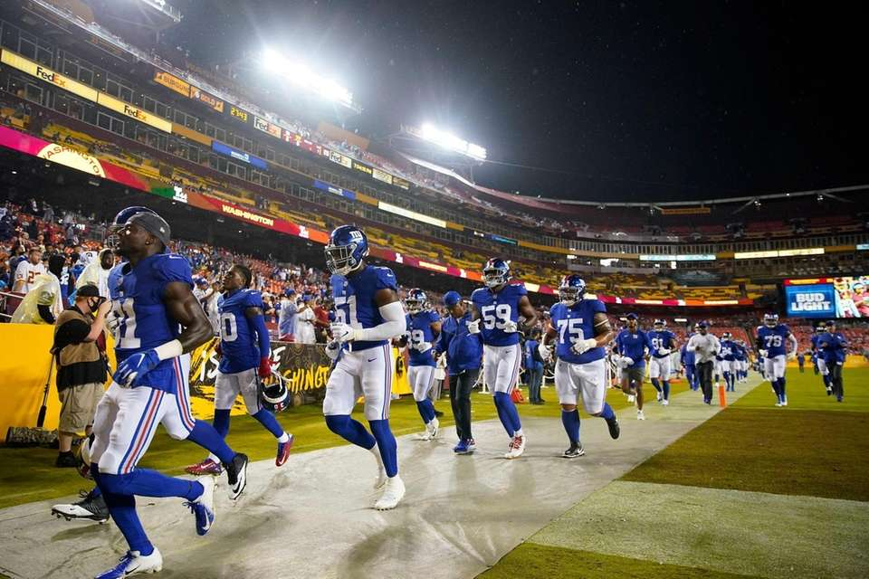 Members of the New York Giants run off
