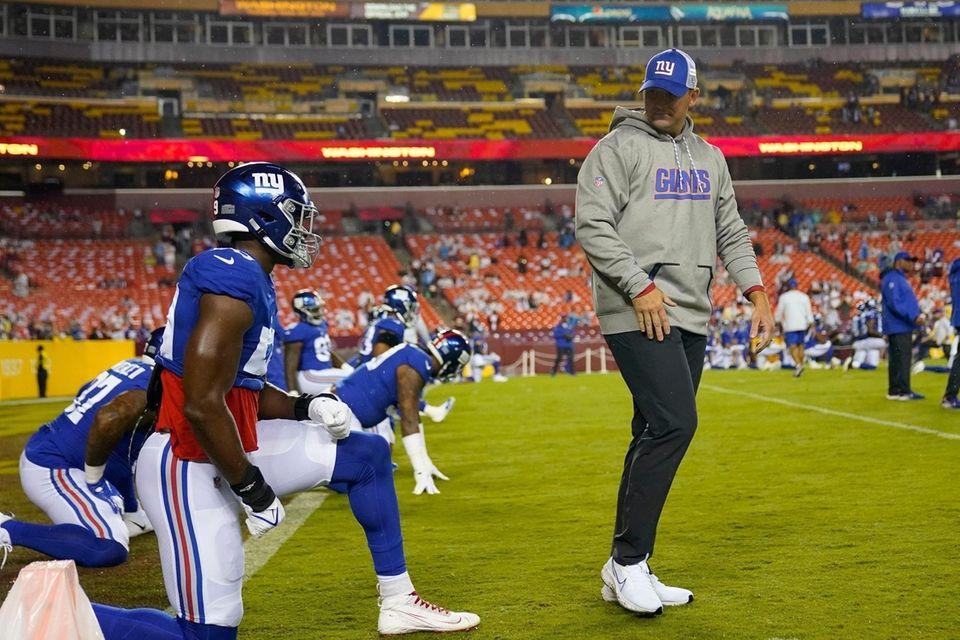 Giants head coach Joe Judge talking to his