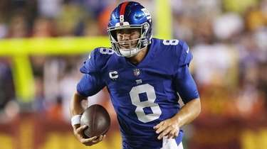 Daniel Jones of the Giants rushes during the