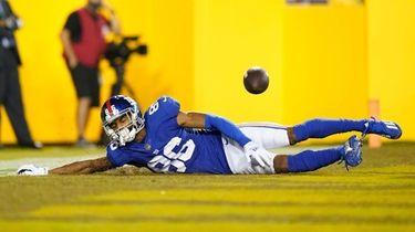 Giants wide receiver Darius Slayton drops a pass