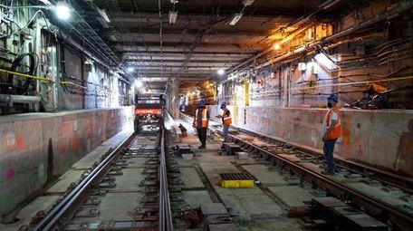 Work in progress on East Side Access railroad