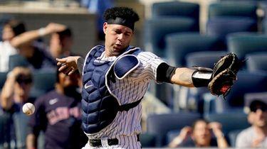 New York Yankees' Gary Sanchez misses a pop