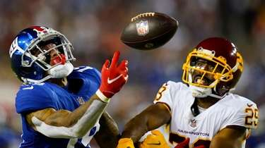Giants wide receiver Kenny Golladay (19) looses control