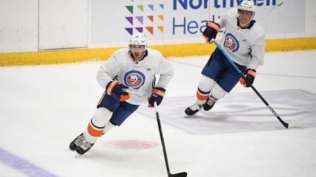 New York Islanders forward Cal Clutterbuck skates ahead