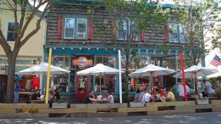 Streetside table service in Greenport will shut downthis