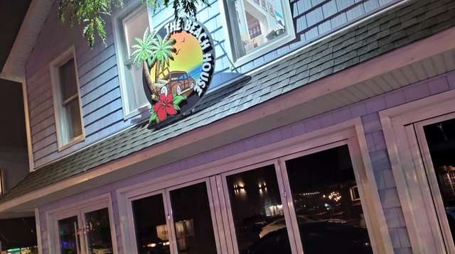 The Beach House restaurant and tavern in Long