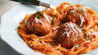 Meatballs made with lean ground turkey or beef,