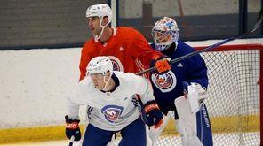 New York Islanders right wing Anatolii Golyshev (43)
