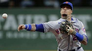 The Mets' Javier Baez tags out the Brewers'