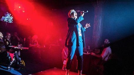 Kabarettist Amy Jo Jackson is one of the