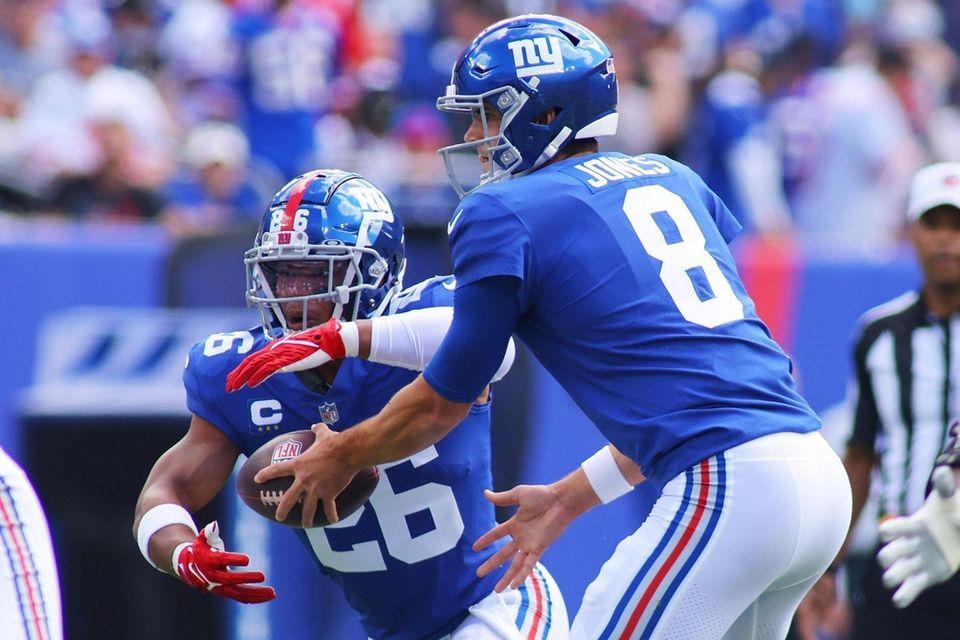Daniel Jones of the New York Giants hands