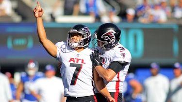 Younghoe Koo #7 of the Atlanta Falcons celebrates