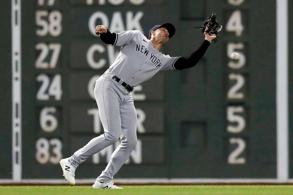 Yankees outfielder Joey Gallo misses the catch on
