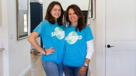 Elizabeth Sill, right, and her daughter, Isabella, 17,