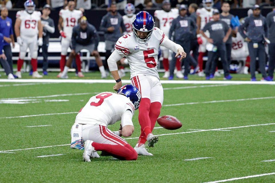 New York Giants kicker Graham Gano (5) kicks