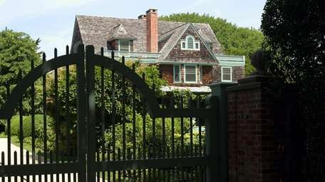 Martha Stewart bought the home on Lily Pond