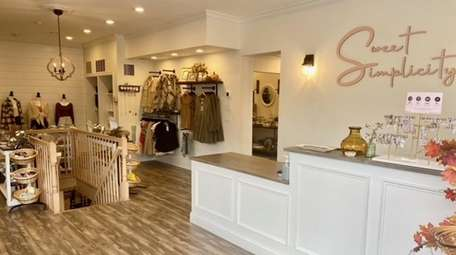 Sweet Simplicity located in Massapequa, carries clothes, handbags,