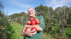 Newsday food writer Scott Vogel visits Wickham's Fruit