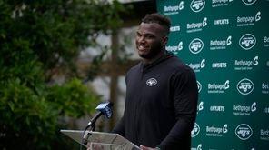 New York Jets defensive lineman John Franklin-Myers gets