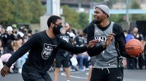 Brooklyn Nets forward Kevin Durant (7) controls the