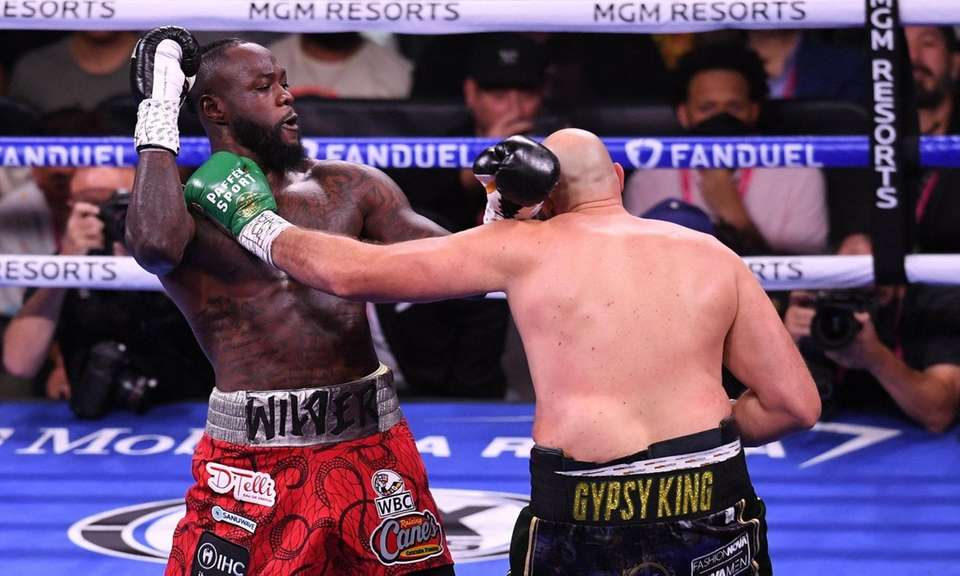 US challenger Deontay Wilder (L) and WBC heavyweight