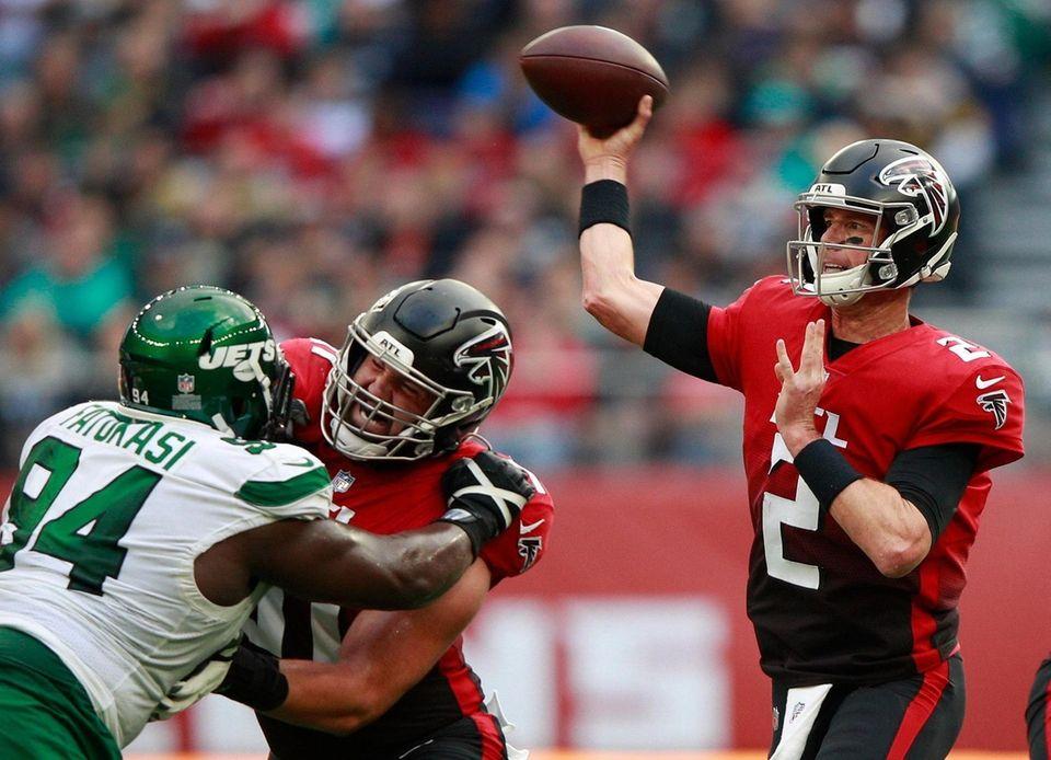 Atlanta Falcons quarterback Matt Ryan (2) passes the