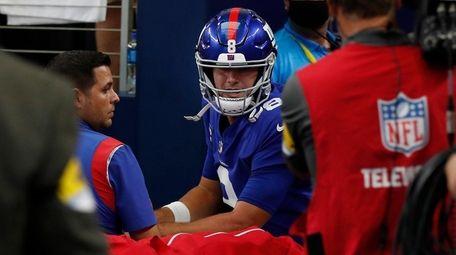 Daniel Jones of the Giants is carted off