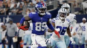 Giants wide receiver Kadarius Toney (89) escapes tackle