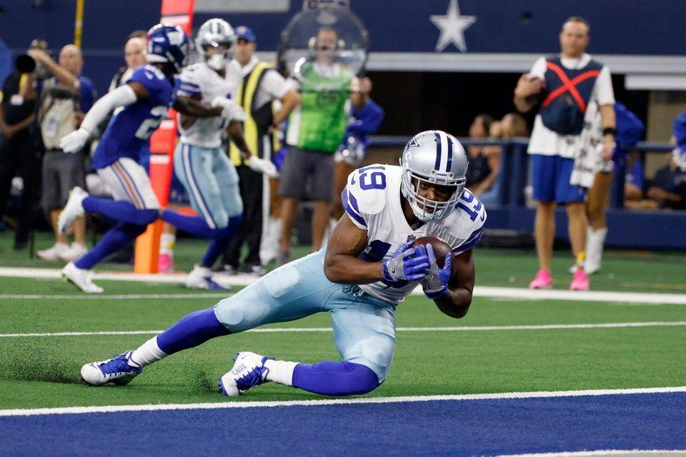 Dallas Cowboys wide receiver Amari Cooper catches a
