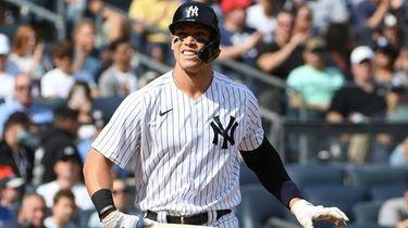 Yankees right fielder Aaron Judge draws a walk