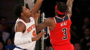 RJ Barrett of the Knicks defends against Bradley